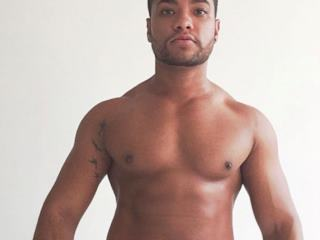 My name is Matheus, I`m 29 yo and I love to show off. I love to show myself to other people. Let`s have some fun together.